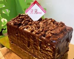 Cake Pécan au caramel beurre salé, noix de pécan torréfiés, le tout enrobé de chocolat noir, un vrai délice pour le gouter, pour le dessert accompagné d'une crée anglaise
